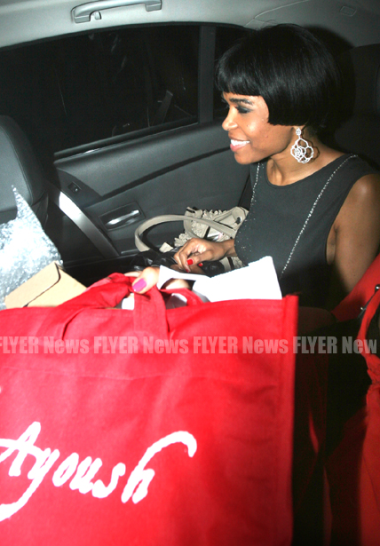 Michelle Williams in car